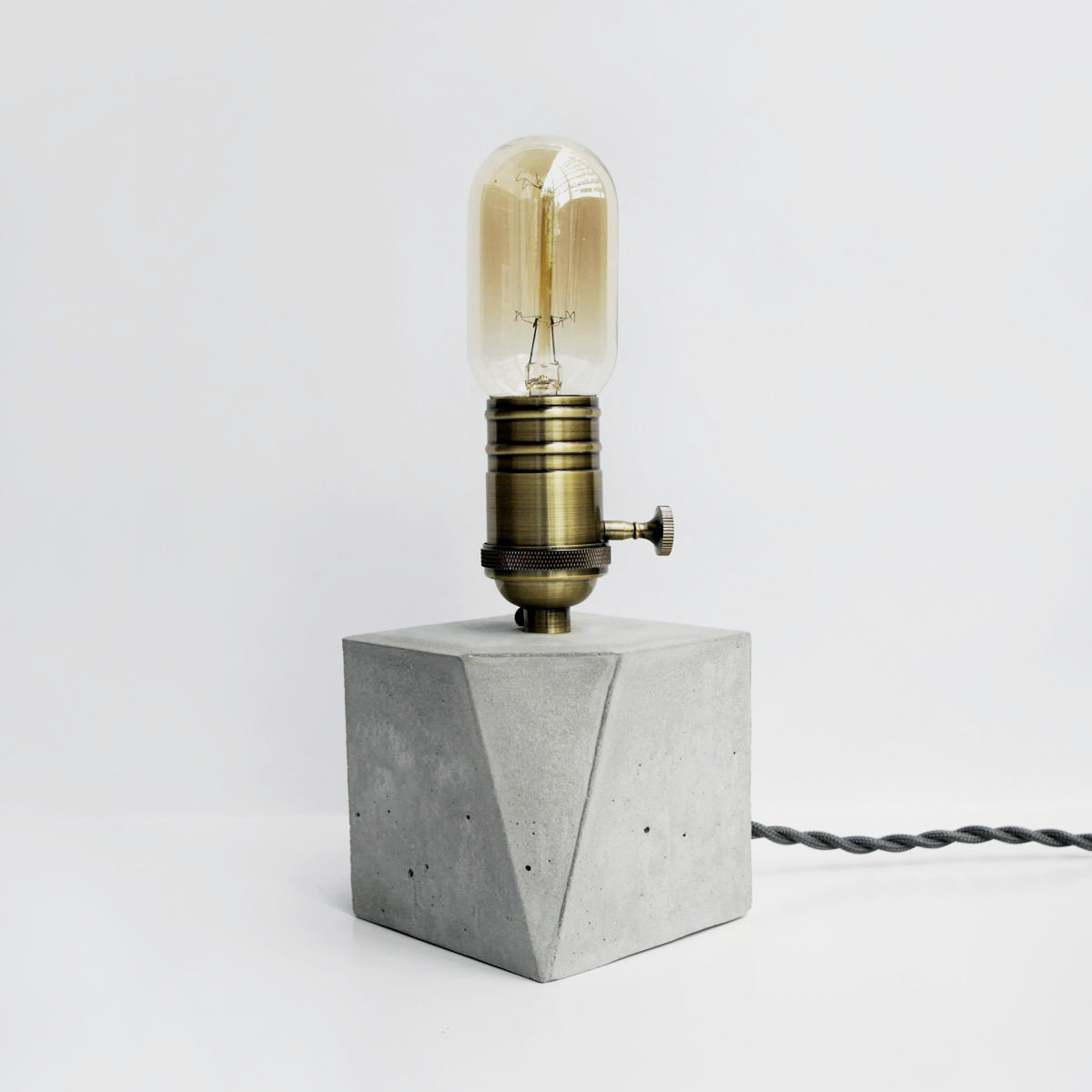 Vintage bronze geometry concrete lamp