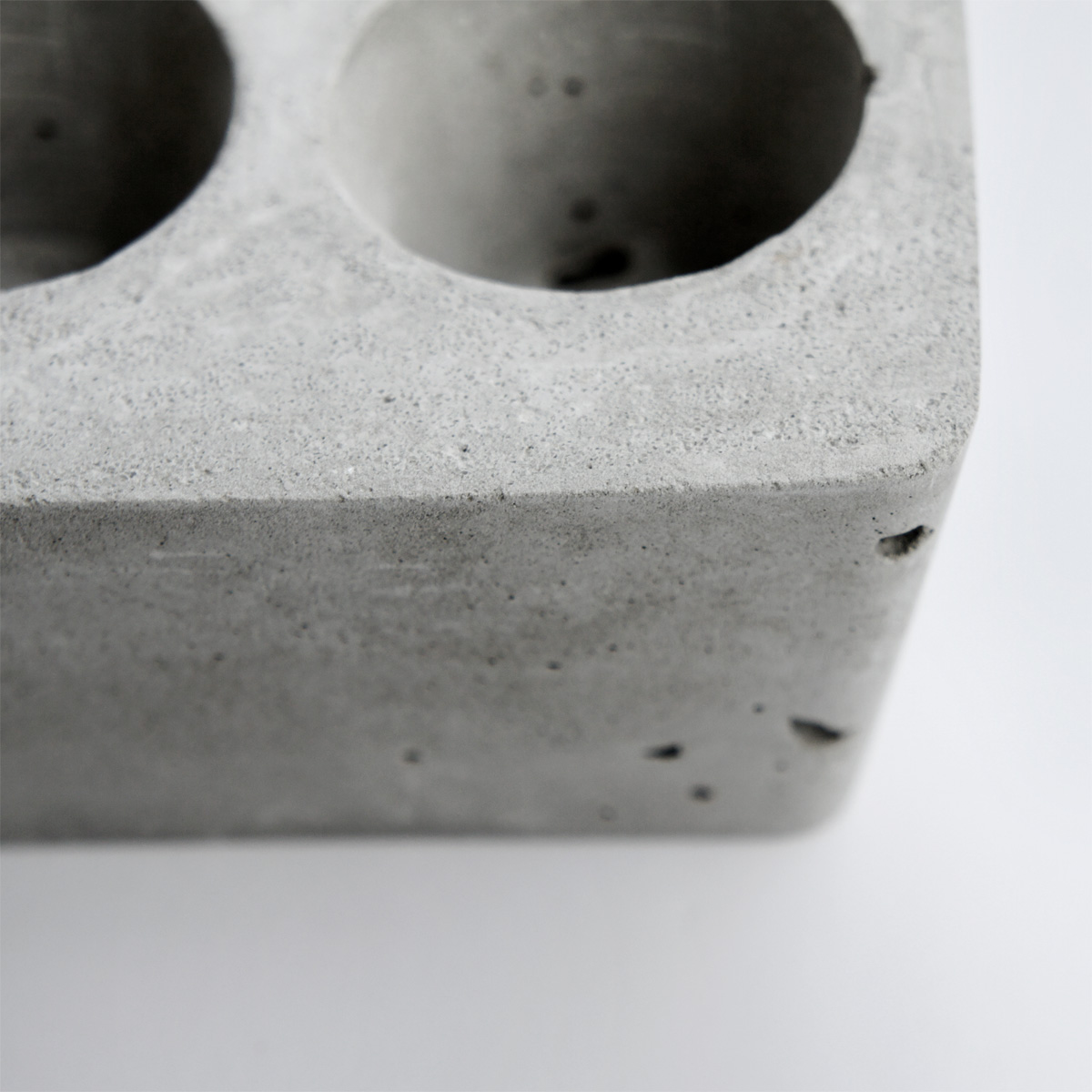 DUET Concrete brick planter