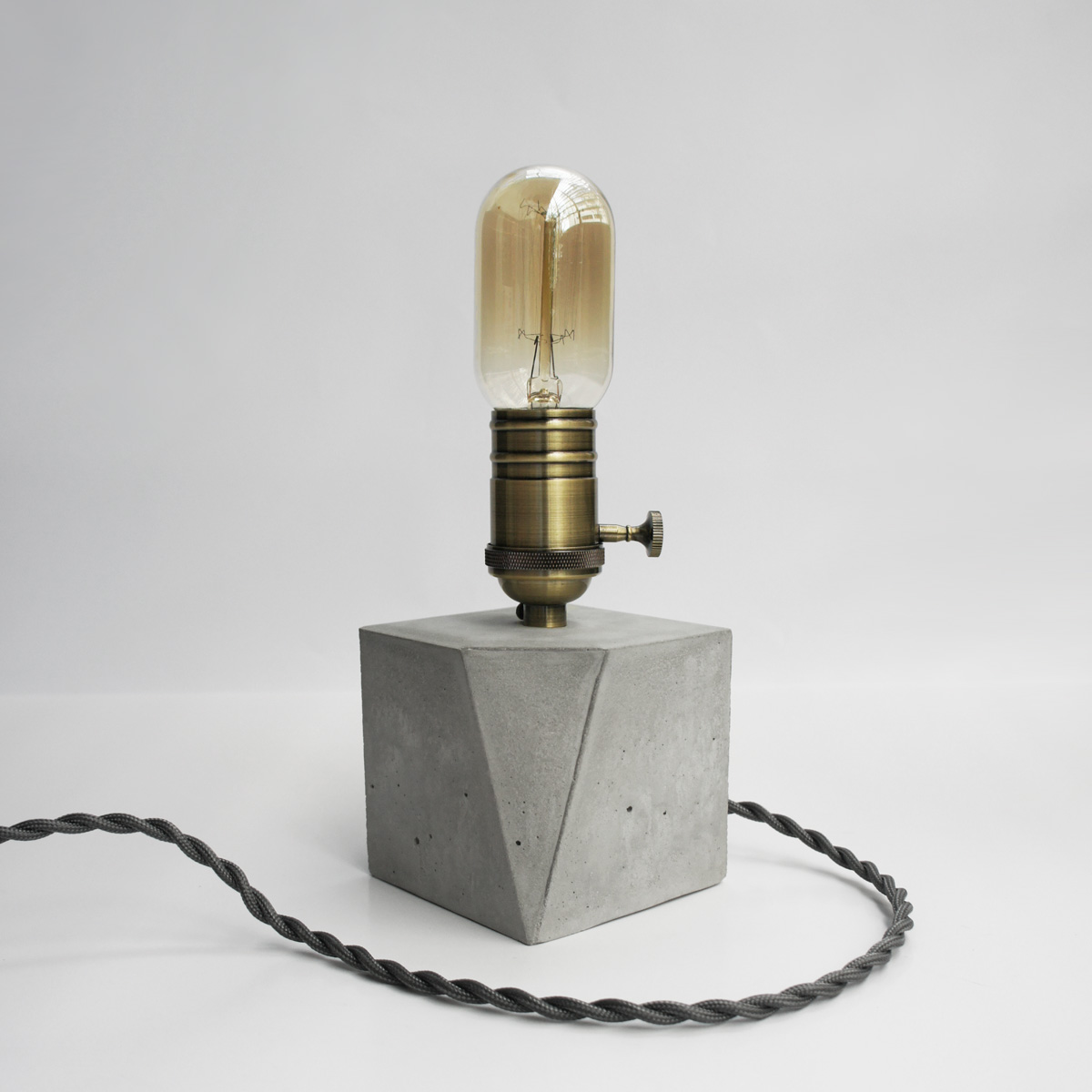 ANGLE 切角青古銅幾何設計水泥燈・桌燈・家飾