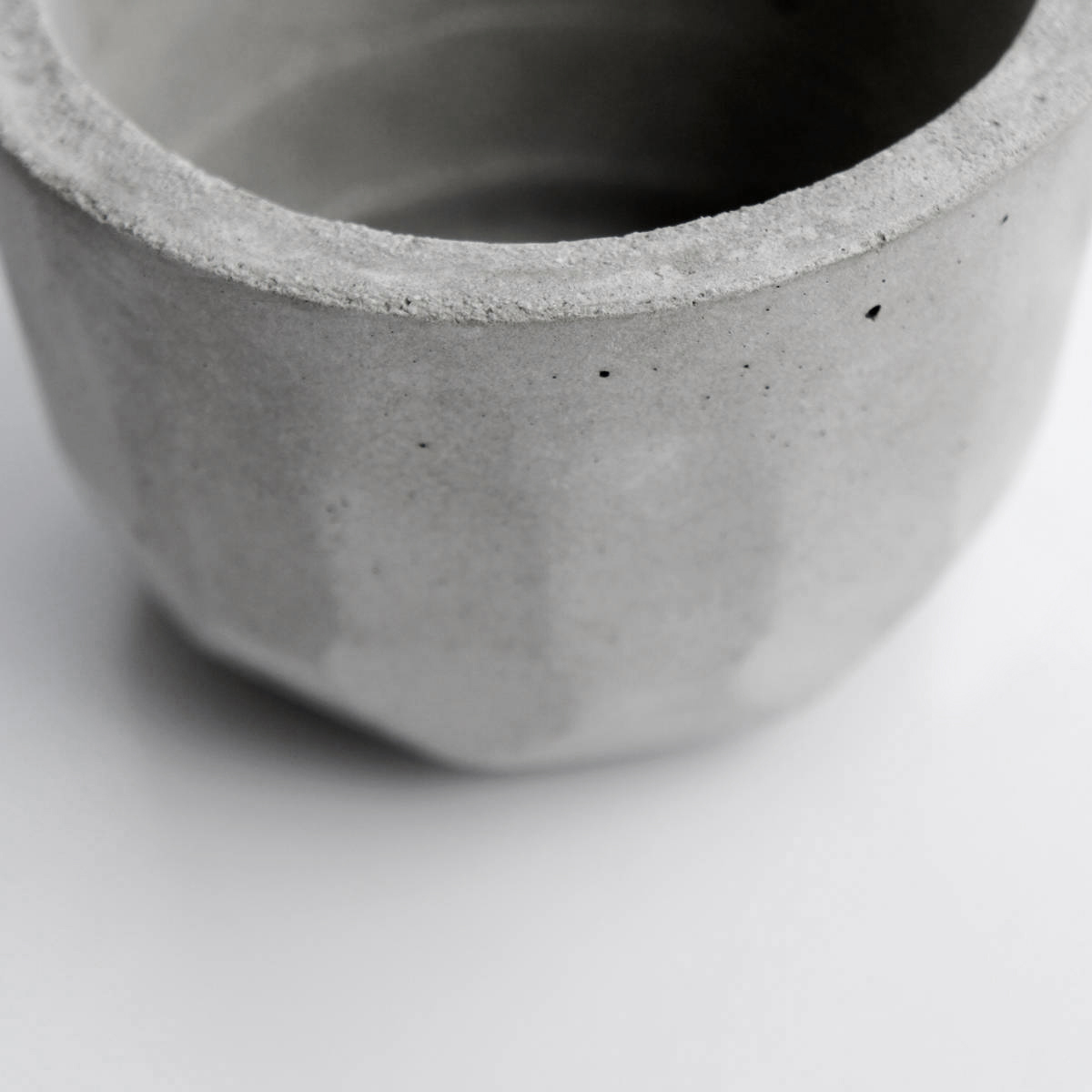 KOH-I-NOOR 光之山圓切面水泥盆器