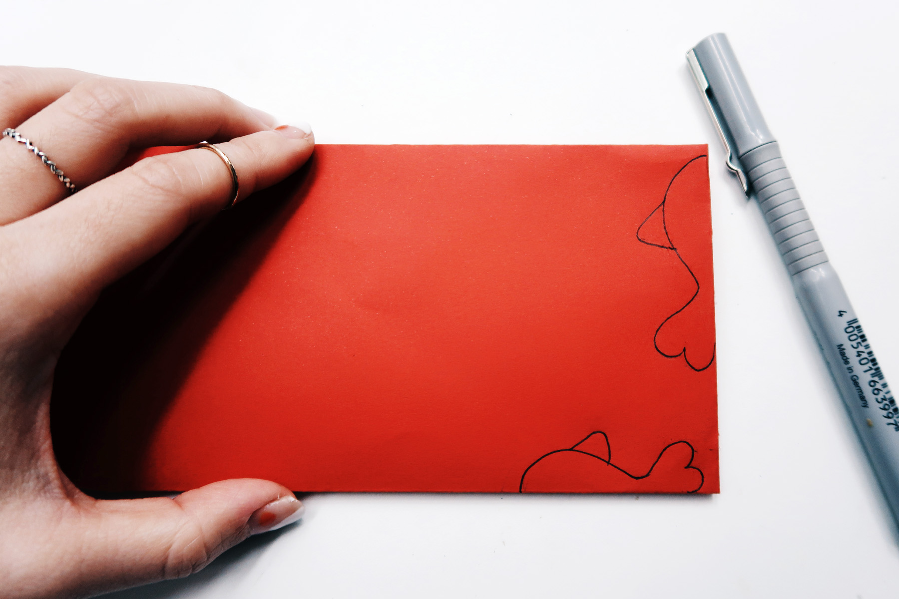/ 灰調 / DIY手作小教學:立體錦鯉紅包袋 - 繪製魚形