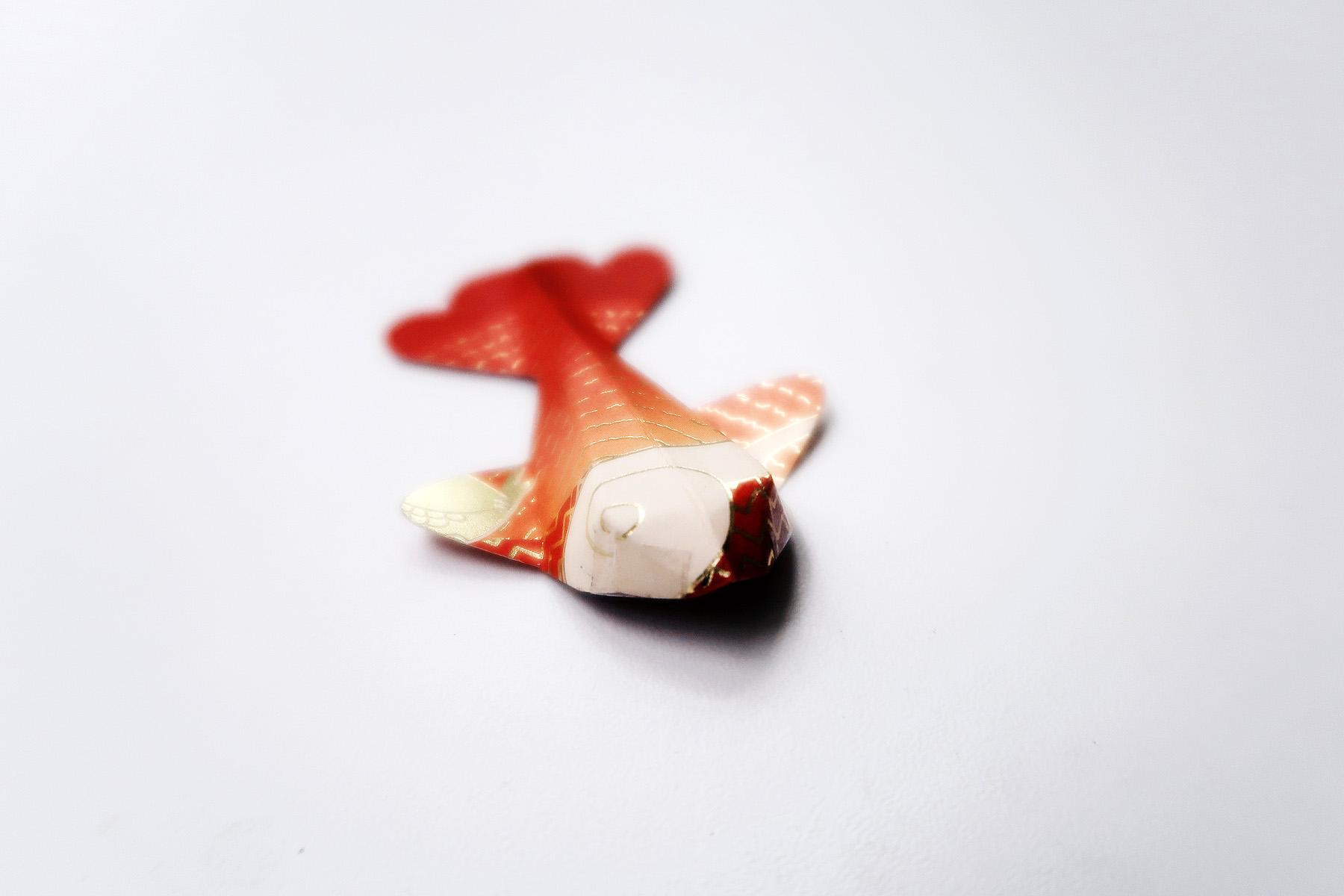 / 灰調 / DIY手作小教學:立體錦鯉紅包袋 - 黏貼