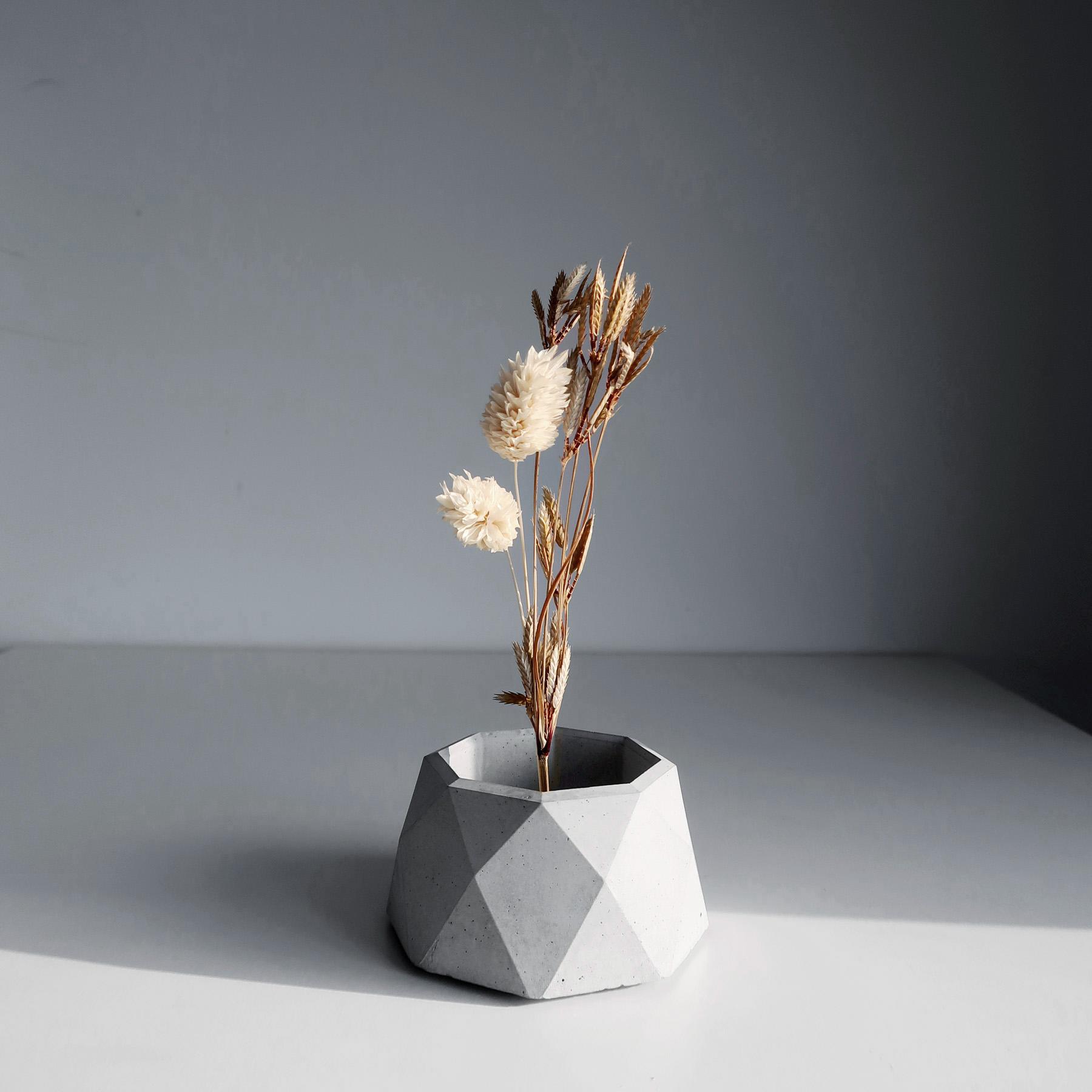CENTENARY 百年紀念多用途水泥黃銅座盆器 / Geometry concrete candle holder with dried flowers