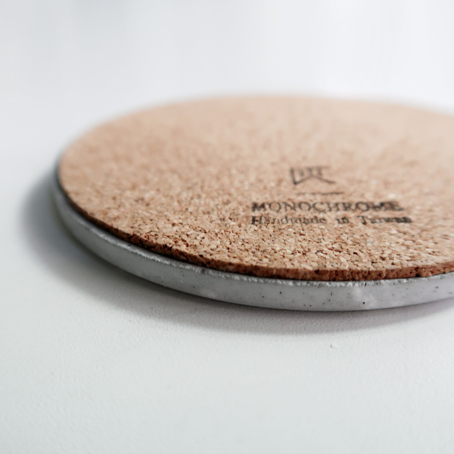 Concrete Design 曙光金線倒角設計水泥吸水圓墊・杯墊・飾品盤 - 軟木底墊
