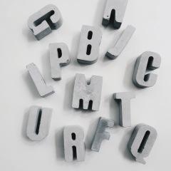 SPELLING 字句話語水泥字母擺飾 / Concrete letter decor