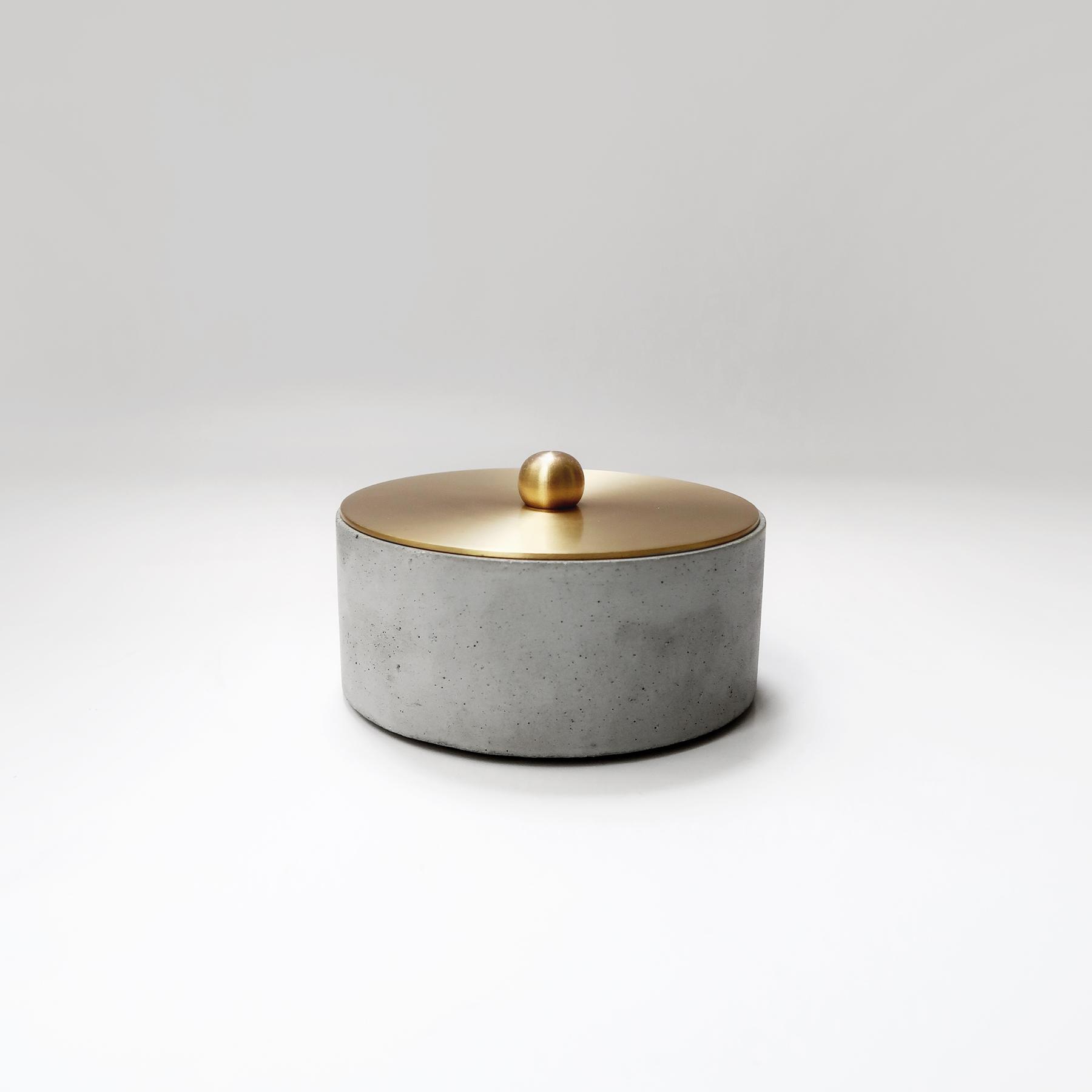 Concrete Design 圓球黃銅蓋水泥收納容器・飾品盒・煙灰缸