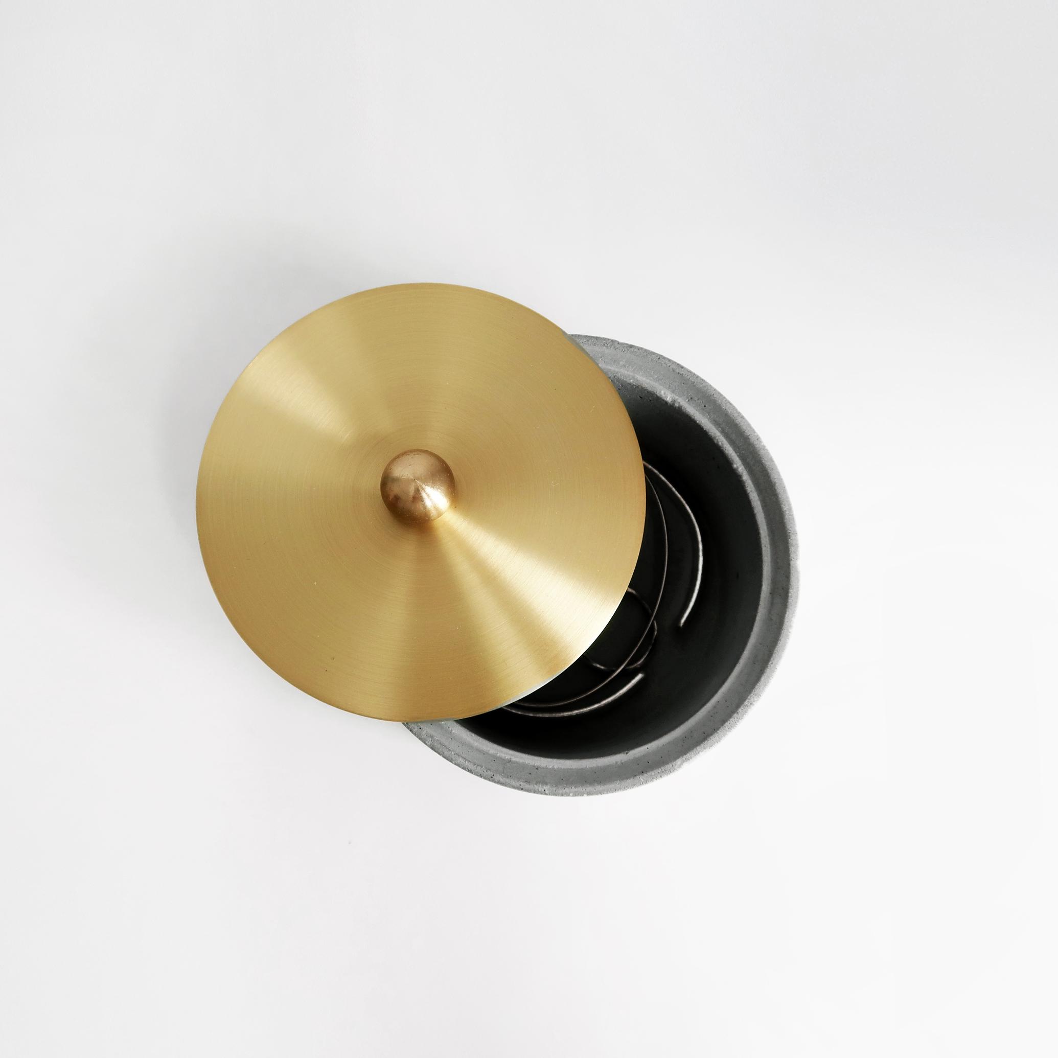FULL MOON 懸月圓球黃銅蓋水泥收納容器・飾品盒・煙灰缸 / Concrete box with brass, Jewelry Storage, Ashtray