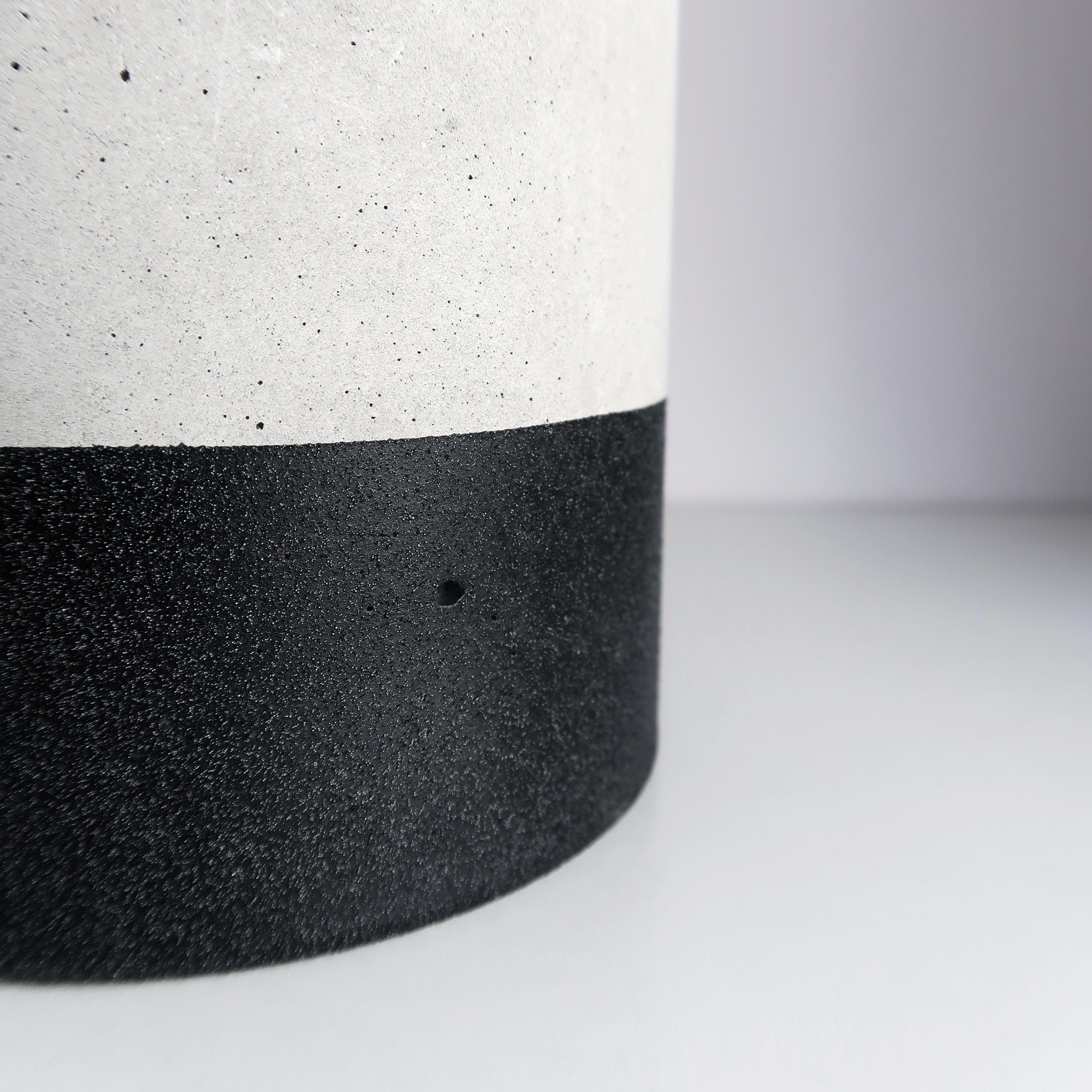 黑隕石深圓水泥盆器 - 細節紋理