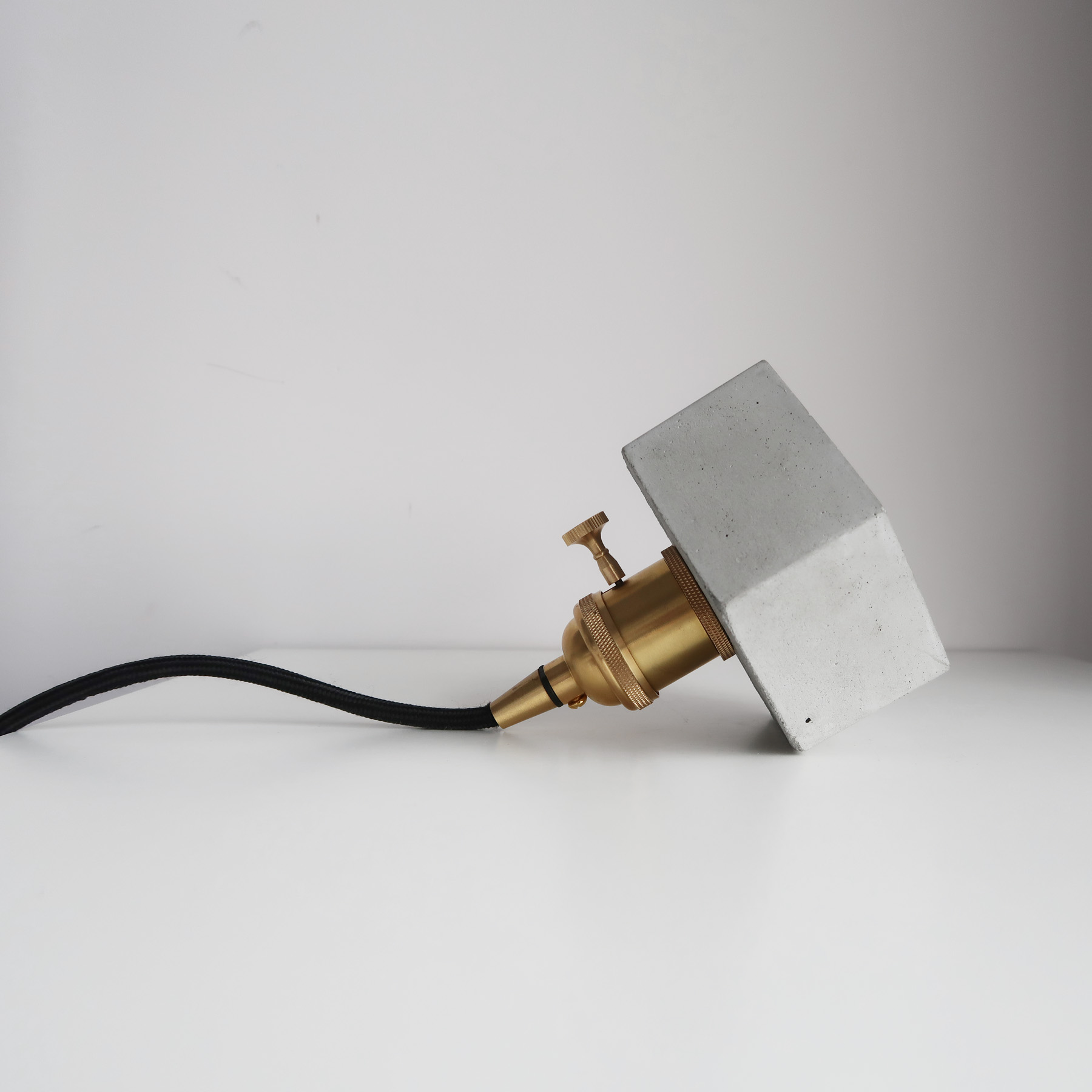 HALO Pendant lamp 光圈黃銅六邊型水泥桌燈・水泥燈飾・水泥吊燈