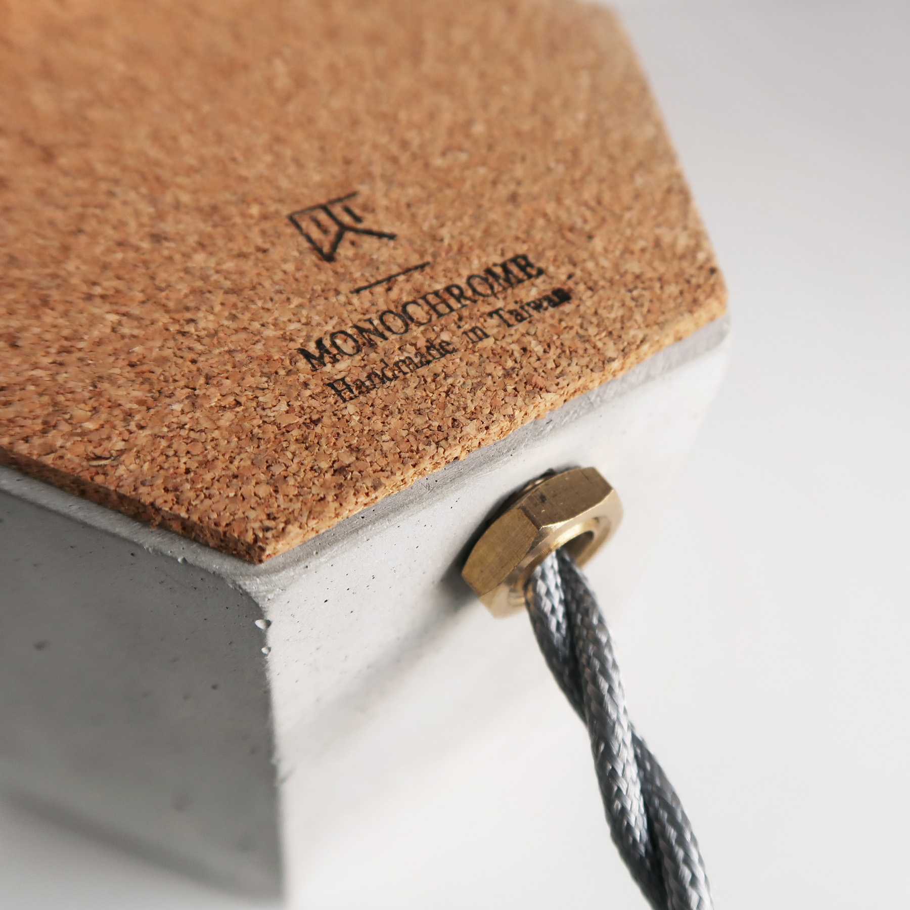 HEXAGON 六角黃銅幾何設計水泥桌燈