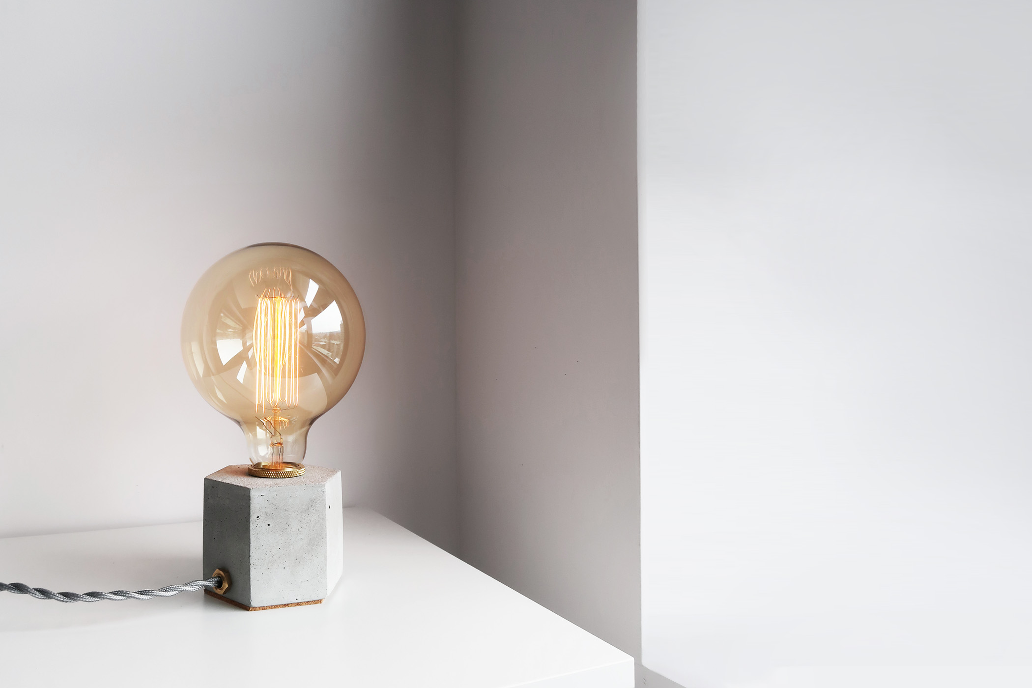 HEXAGON 六角黃銅幾何設計水泥燈