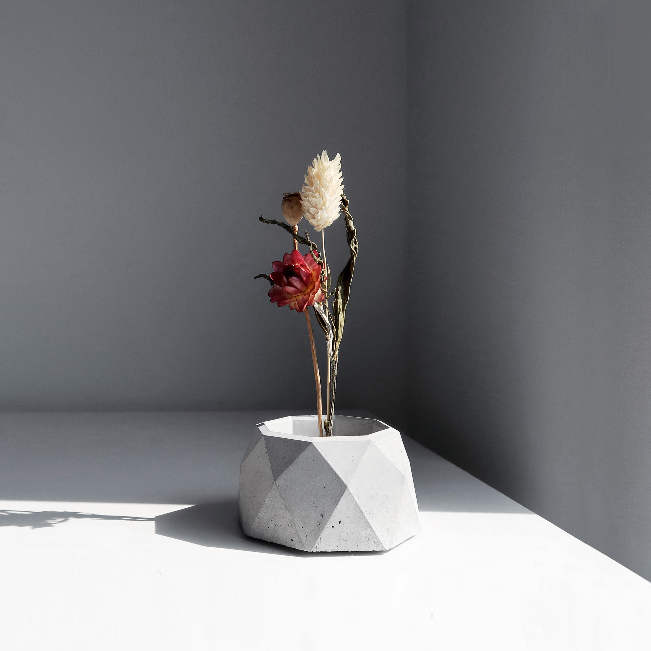CENTENARY 百年紀念多用途水泥黃銅座盆器 / Geometry concrete candle holder with dried flowers