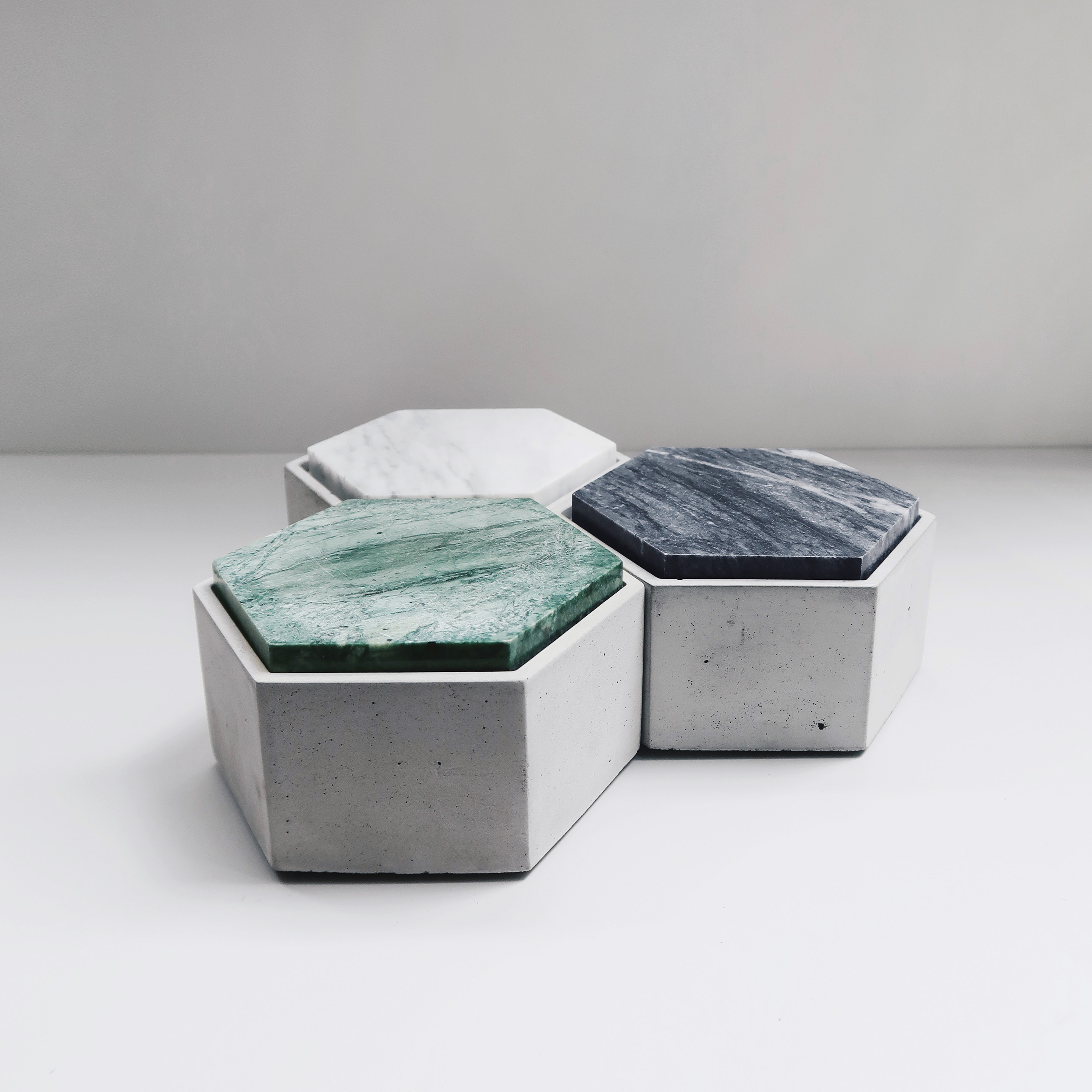 THE ROCK hexagonal concrete box with marble lid / Jewelry box / Ashtray